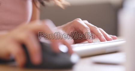 zumachen schliessen buero hand tastatur computertastatur