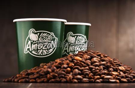 zusammensetzung mit papierschalen cafe amazonas und