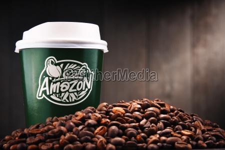 zusammensetzung mit papierschale cafe amazonas und