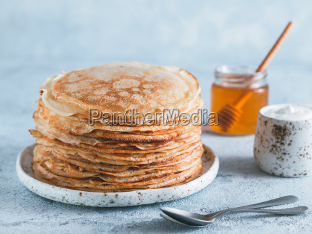 russische pfannkuchen blini mit kopienraum