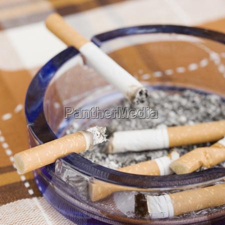 rauchen rauchend raucht qualmen qualmend qualmt