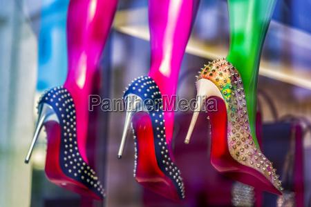 high heels im schaufenster