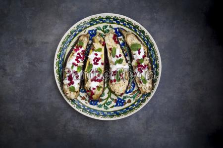 gefuellte aubergine couscous joghurt sauce minze