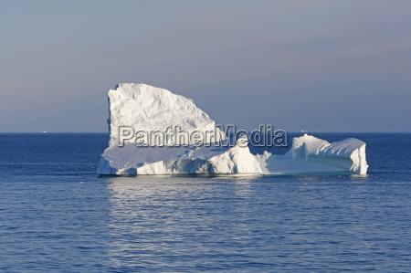 kontrastlicht auf einem ozean iceberg