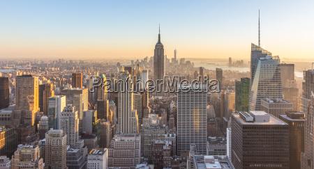 new york city skyline mit staedtischen