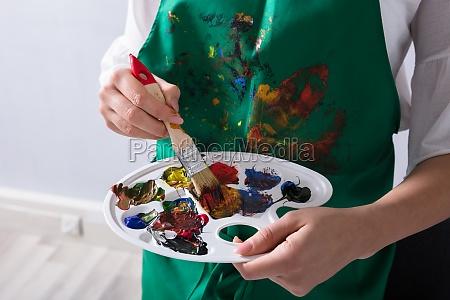 ein kuenstler der farben palette und