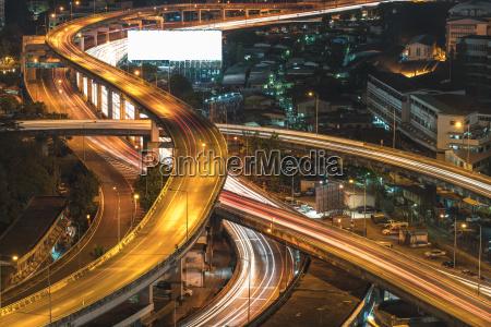 draufsicht bangkok schnellstrasse und der landstrasse