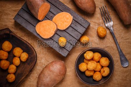 thailaendische gebratene suesskartoffelbaelle