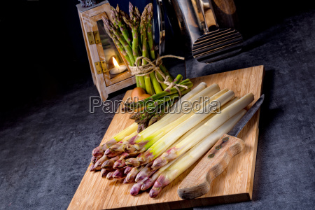 white and green asparagus on kitchen