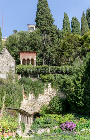 view of a beautiful garden in