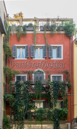 house in verona with red facade