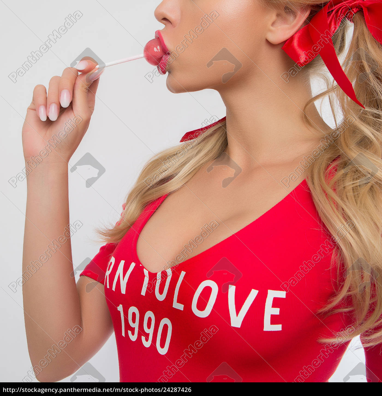 niedliche, blonde, mädchen, in, rot, essen - 24287426
