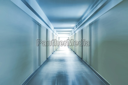 halle blau bewegung regung positionsaenderung translokation