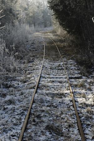 alte gleisanlage einer feldbahn im ehemaligen