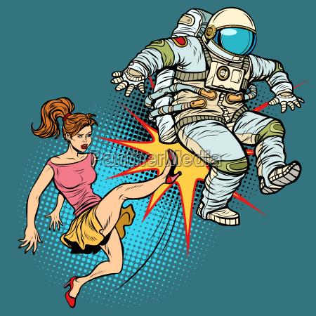 die frau tritt einen astronautenfamilienstreit
