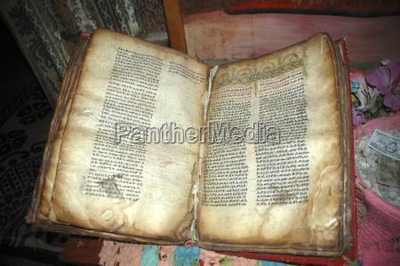 alte bibel in amharischer schrift felsenkirche