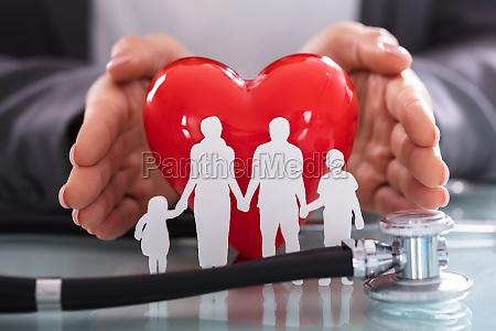 nahaufnahme der stethoskop und familien abbildung