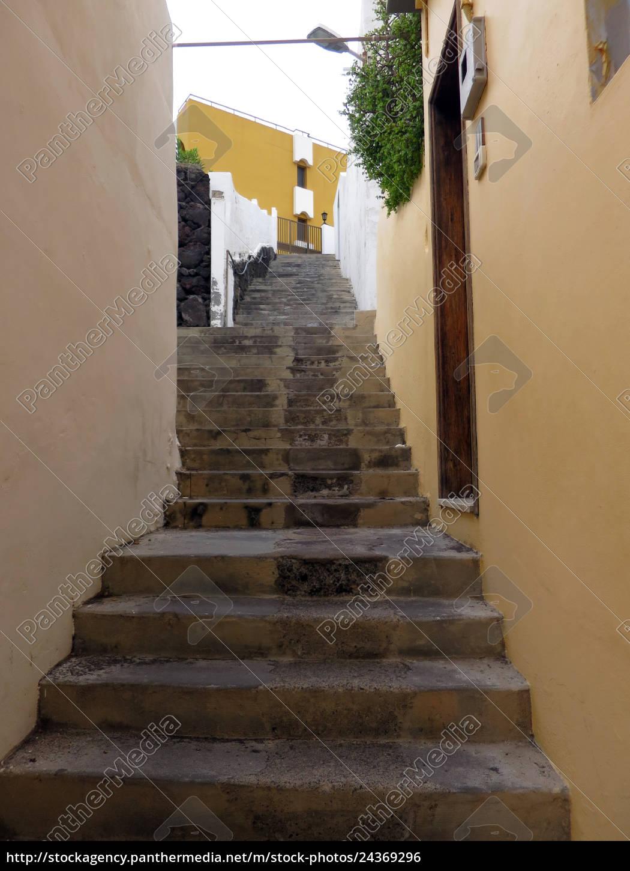 Treppe Durch Eine Enge Gasse Von Porto Naos Lizenzfreies Foto