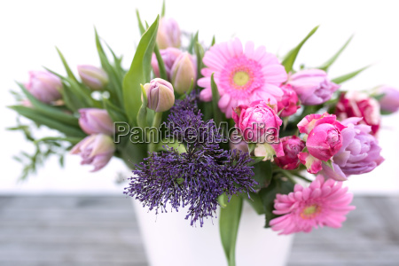 various spring flowers for mothers day