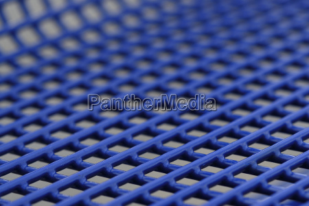 blaues metallgeflecht detail sitzbank
