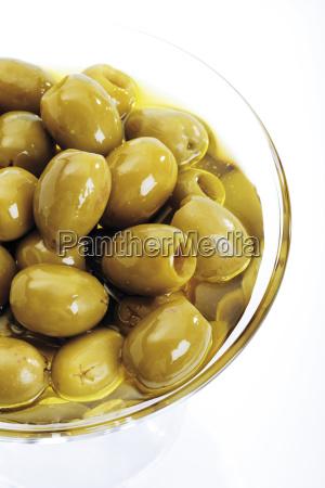 grune oliven im glasschalchen