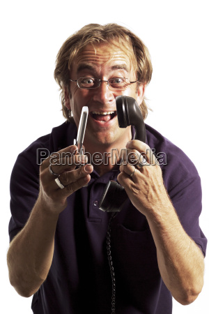 mann halt nostalgisches telefon und handy