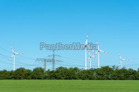 hochspannungsleitungen und windkraftanlagen in deutschland