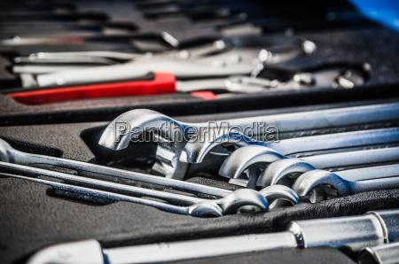 toolbox in der werkstatt nahaufnahme