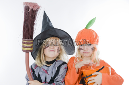 kinder im halloweenkostum