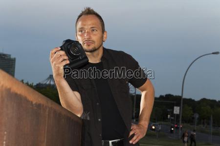 fotograf wartet auf das richtige licht