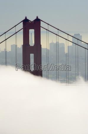 golden gate bridge halb im nebel