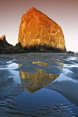 beruhmter fels haystack rock monolith