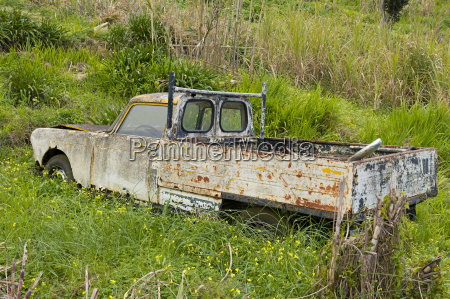 car wreck in meadow ponta do