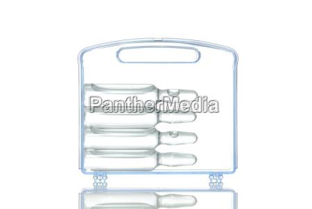 plastikkoffer mit impfampullen symbolbild fur