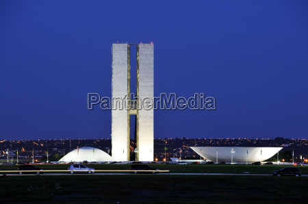 kongressgebaude congresso nacional bei nacht architekt