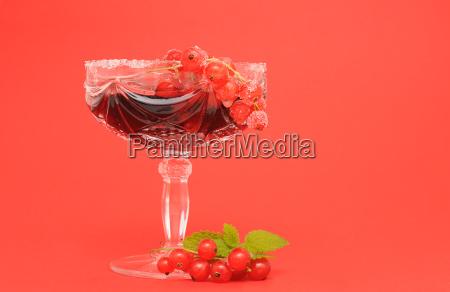 frische johannisbeeren bleikristallglas zuckerrand
