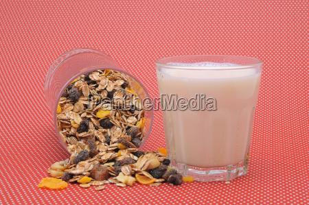 musli und milchglas