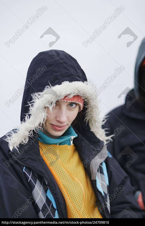 porträt, einer, kaukasischen, frau, die, einen, wintermantel - 24709810