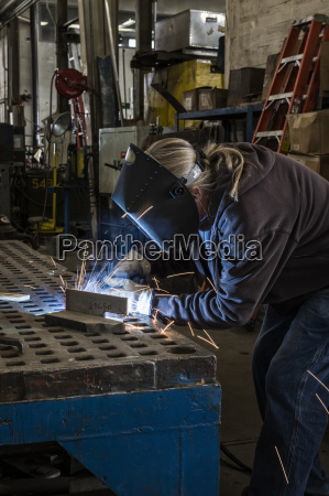 factory worker using oxyacetylene gas to