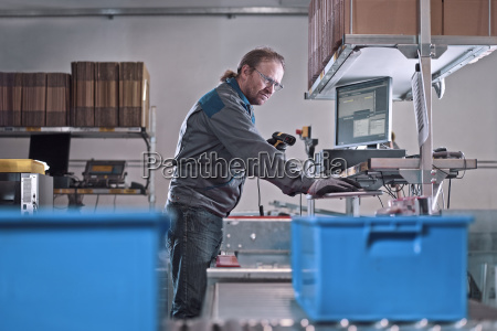 worker scan ware