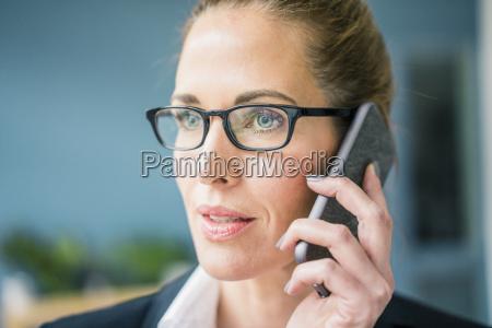 frau telefon telephon menschen leute personen