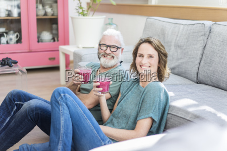 happy mature couple with healthy drinks