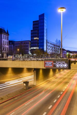 deutschland stuttgart warnzeichen fuer partikelverschmutzung auf