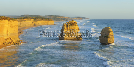 limestone stacks of the twelve apostles