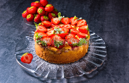 american strawberry cheesecake with mascarpone and