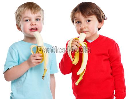 kinder essen banane obst frucht gesunde