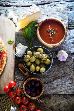 fresh pizza ingredients