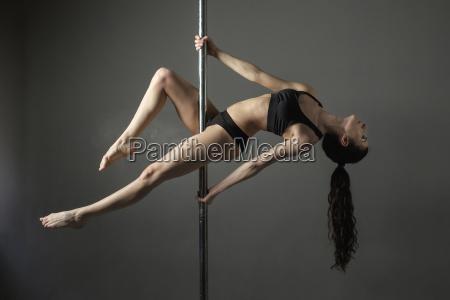 frau sport lebensstil weiblich balance weiblichkeit