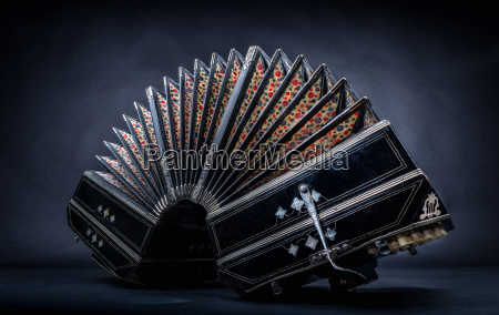 close up of an bandoneon