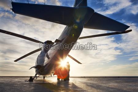 verkehr verkehrswesen sonnenuntergang propeller sonnenlicht abendrot